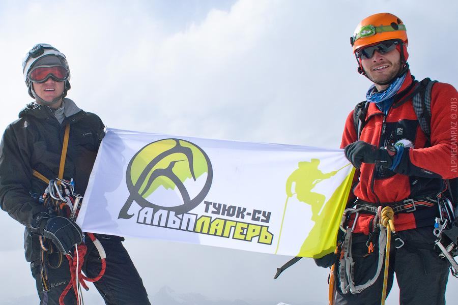 Кирилл Белоцерковский и Ильяс Галимбеков на вершине Талгара