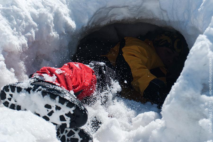 Юрий Архипов в пещере