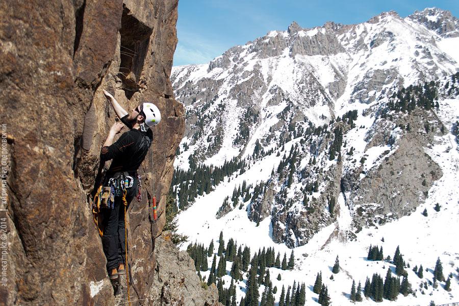 Скальные занятия в Альплагере Туюк-Су