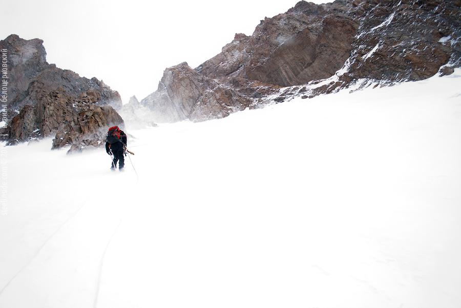 Макс Тен на спуске с Байлян-Баши