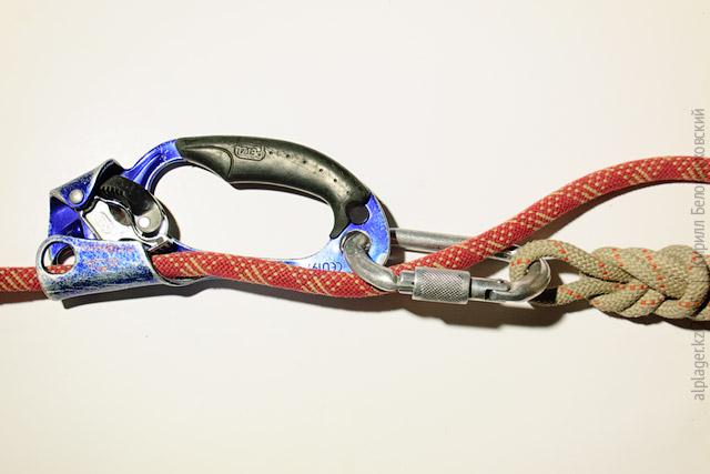 Верёвка сквозь карабин