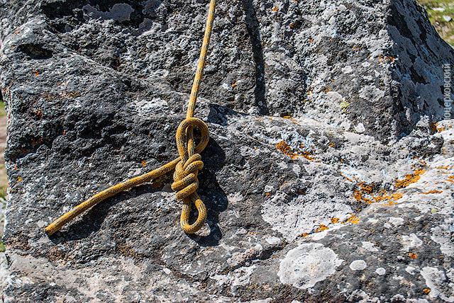 Обведите конец вокруг верёвки